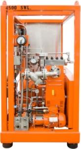 Orange højtrykspumpe indbygget i stativ
