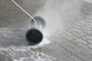 Fliserenser til højtryksanlæg som er en del af gulvvasker sortimentet