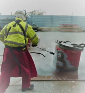 3000 bars højtryksanlæg fjerner maling